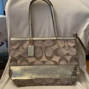 AUTHENTIC COACH GOLD SEQUIN PURSE IN NEW CONDITION